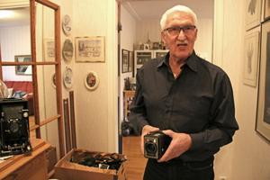 I Anders samling finns en lådkamera. Samma modell som han tog sina första bilder med.
