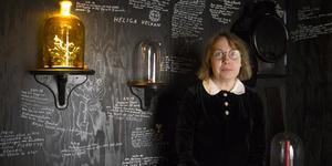 """Enligt Lisa Jeannin är det egentligen alkemin som är hennes huvudsyssla, konsten är bara """"ett alibi""""."""