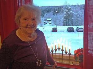 Under krigsåren var hon en av flera som tog sig in över gränsen till Norge för att smuggla in förnödenheter-