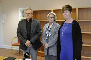Regionens toppolitiker med Glenn Nordlund (S), Lena Asplund (M) och Ingeborg Wiksten (L) har fått ta emot ett förslag från sjukhusledningen om att sårcentrum vid Sundsvalls sjukhus ska läggas ner, trots att nya lokaler invigdes så sent som i onsdags.