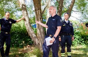 Henrik Geiff från räddningstjänsten, operativ chef för den yttre staben, informerade. Bland annat berättade han att 70 km brandgator anlagts i Hälsingeskogarna.