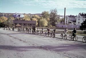 Cykelutflykt i Tullportsbacken Härnösand, tidigt 50-tal.