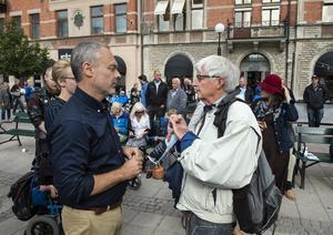 Bo Jonsson från Sundsvall var en av alla som ville ställa en fråga till partiledaren för Liberalerna.