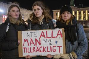 Tilde Bergström, Linnea Pitts och Agnes Åkerlund anordnade ljusmanifestationen.