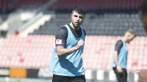 Yaser Kasim har provspelat i en vecka med ÖSK. Den landslagsmeriterade irakiern säger att han hoppas på en snabb lösning på samtalen med klubben som har pågått ett par dagar.
