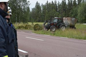 Traktorns släp står åter på hjulen.
