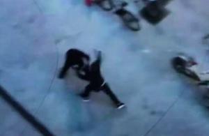 Bråket, som slutade med att Hebybon knivhöggs, fångades på film av ett vittne. Foto: Bilden är från polisens förundersökning.