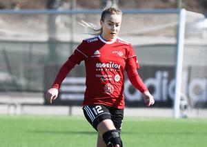 Sofie Wixner fick beskedet om att hon inte skulle kunna spela fotboll, men fanns med Team Hudik i division 1 förra säsongen.