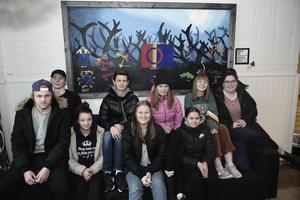 De firade samiska nationaldagen med konst. Loke Pålsson, Linus Winger, Gisela Thomasdotter, Andreas Östling, Lovisa Sandvold, Jenneli Hellström, Jonna Jonasson, Josefine Persson och Ingrid Zetterström gjorde en tavla med samiska motiv och symboler.