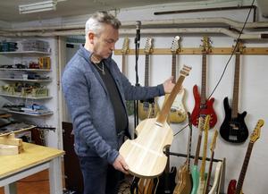 Just nu experimenterar Ulf Mossberg med en Hoffnerbas, också kallad för Beatlesbas.