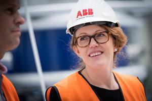Tomas Pihlström och Lina Bjelkenäs är två av nyckelpersonerna i Ludvika när ABB tillverkar de rekordstora 1100-kilovoltstransformatorerna.Foto: Kim Norman