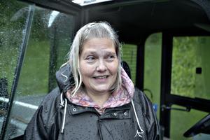 Marie Jonsson Peters fick klättra ur bilen via takluckan.
