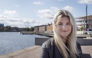 Sara Naenfeldt gifte sig i Bomhus kyrka, där hennes bror ligger begravd, för att känna att han kunde vara med dem.