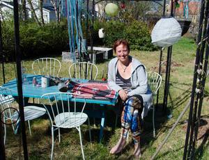 Om bara någon vecka lämnar Petronella sin härliga trädgård och går till sjöss.