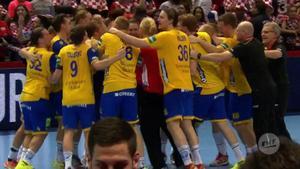 Sverige är vidare till mellanrundan i handbolls-EM efter seger mot Kroatien. Bild: TV3.