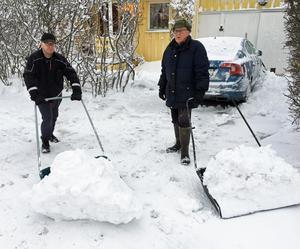 Krister Wallgren och Rolf Hagblom på Hagagatan.