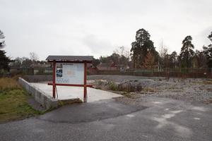En grusad grop återfinns där värdshuset på Torekällberget en gång låg.