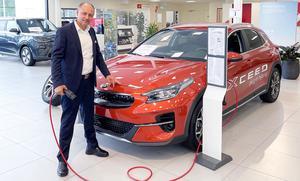 Diako Bahremend är försäljningschef på Björkmans Bil på Erikslund.