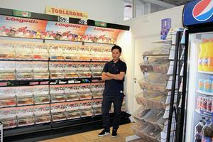 Javid Fakhri döpte sin kiosk efter sin son, Adrian.