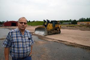 Markarbetet med bygget av den nya verkstaden börjar bli klart. Olle Larsson konstaterar att det är en investering på 30 miljoner kronor.