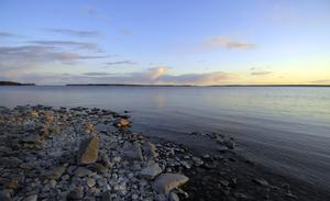 Mellan Stockholms innerstad och Vaxholm kan jag delvis hålla med om att kusten är högexploaterad. Men i övriga skärgården finns det enormt många områden att bygga på, skriver Kjell Jansson. Foto Hasse Holmberg, TT.