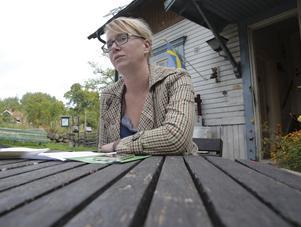 Moderaten Kjell Israelsson är helt ointresserad av viktiga framtidsfrågor, påstår Åsa Wikberg (MP).
