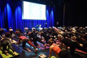 Yogapasset på Spira lockade nära 100 deltagare.