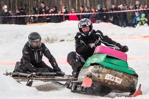 Rikard Jonsson och Per Andersson, Norrbo tävlade i Kotknäckaren, veteranskotercross med kälke.