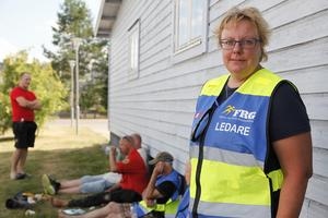 Eva-Lotta Lundin, ledare för frivilliga resursgruppen från Härjedalens kommun är på plats vid brandstationen i Sveg.