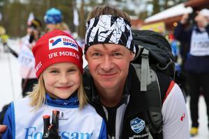 Molly, 8 år, med pappa Jan Magnusson Rostedt. Storasyster Amelie, 11 år, åkte också, men hon valde att åka i förväg när loppet inleddes i Eldris.