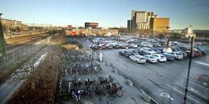 Marken vid stationen är värd 40 miljarder kronor, anser de tre tågveteranerna. Här vill de se nya citykvarter.