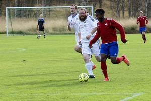 IFK:s snabba forwards ställde till det för Lillhärdals backlinje gång efter annan.