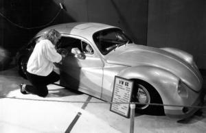 En förlängd och nedsänkt VW -68 tilldrog sig också publikens intresse på mässan 1986.