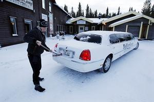 Berne sopar av limousinen för en ny tur till Östersund.