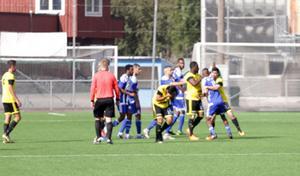 Flera spelare var inblandade i tumultet i slutet av matchen.