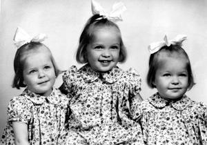 Lika som bär. Systrarna Åströms uppväxt dokumenterades ofta. Bild: Privat