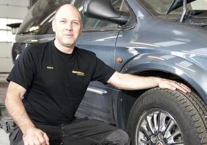 Kenny Stavbom är tillbaka i verkstaden i Nynäshamn igen efter SM-tävlingen i Nyköping.