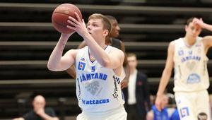 Max Tandberg Vall var en av hela norrettans bästa spelare i fjol. Nu gör han comeback i Basketligan och i Jämtland.