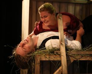 William Davis Lind och Evelina Stenvall som Camille och Valencienne - Foto Lars Redhe - no 3