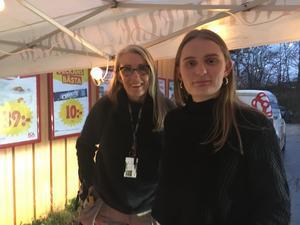 Kajsa och Freja Singstedt var några av dem som kom på besök i NT:s tält vid ICA-affären och diskuterade tidningen.
