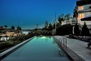 Kvällsbild från poolen. Foto: Fredrik Rydholm