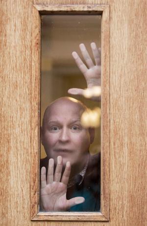 """""""Jag försöker vara öppen för nya influenser och para ihop dem med det gamla"""" säger Henrik Dorsin, som gillar både klassisk svensk humor och modern satir. Foto: Hossein Salmanzadeh/TT"""