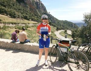 Här är Katja och cyklar på Mallorca. Foto: Privat