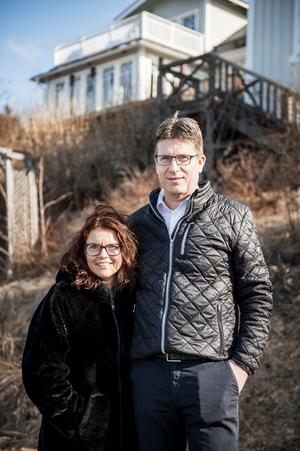 Lena Greus och Mats Jakobsson trivs att bo med havet runt knuten.