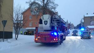 Brandkår och polis larmades ut till platsen.