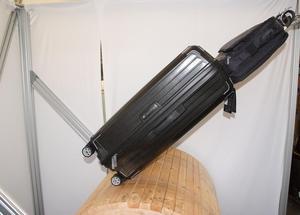 För att testa hjul och teleskophandtag rullades väskorna på en roterande trumma i 2,3 kilometer. Under testet var väskorna även lastade med ett 5 kilo tungt handbagage.Bild: PZT