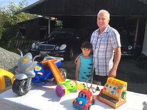Det var första året som Benny Jugen och hans son David sålde saker på Ramnäs byloppis.