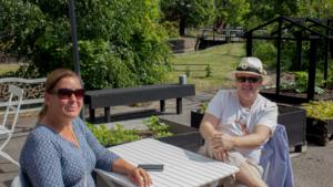 Carina och Åke Andersson njöt i solen.