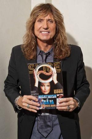 David Coverdale, sångare i Whitesnake, med Michael Erikssons tidning