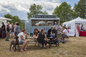 Crêpe med rökt röding, grönsaker, creme fraiche och rödlök. Fransk matkultur möter svensk-härjedalsk i Lilla Frankrikes matvagn.